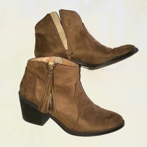 Suade brown ankle booties